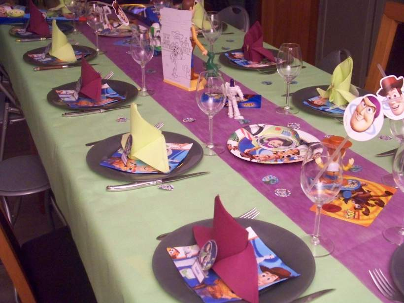 D coration anniversaire enfants toy story for Idee deco table 50 ans