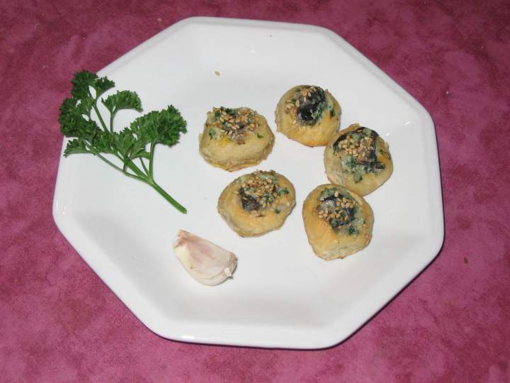 Petits pains garnis aux escargots + photo
